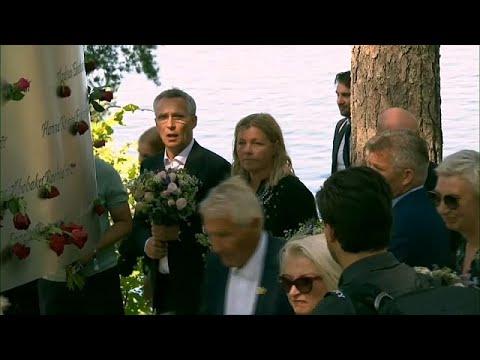 Noruega presta homenagem às vítimas do massacre de Utoya