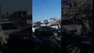 Ciudadanos que transitaban por el puente Juan Bosch se quedaron varados por bloqueo