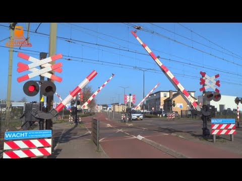 DUTCH RAILROAD CROSSING - Geldorp - Emopad photo