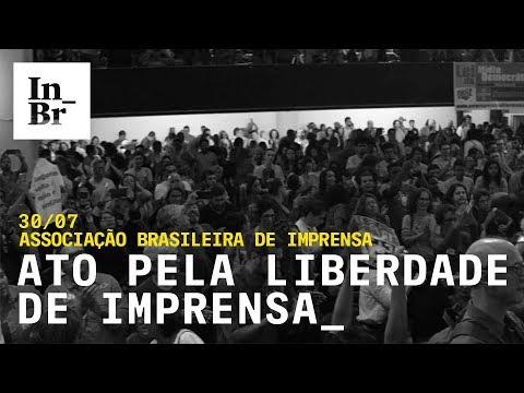 Ato em apoio aos jornalistas do Intercept Brasil reúne 3 mil pessoas no Rio de Janeiro
