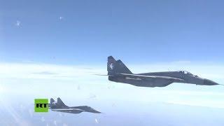 Cazas serbios MiG-29 escoltan al avión del ministro de Defensa ruso