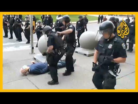 نيويورك.. توقيف شرطيين عن العمل بسبب دفعهما لرجل مسن