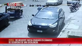 A plena luz del día captan a sujeto robando dinero de un carro en Estelí - Nicaragua