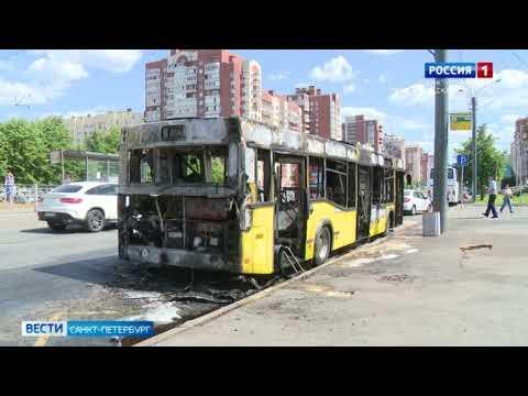 У станции метро Беговая загорелся пассажирский автобус