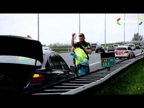 Auto ramt vangrail Rijksweg A4, bestuurder raakt zwaargewond photo