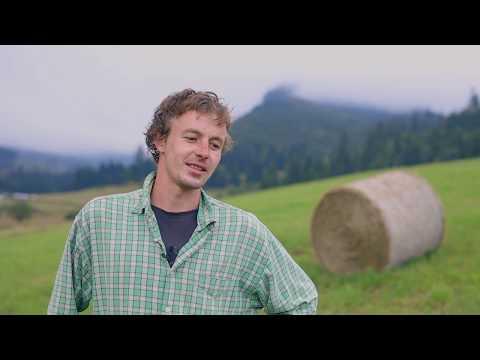 Vaikka sudet ovat käyneet moneen otteeseen slovakialaisen Samuel Hríbikin lampaiden kimppuun, hän ei kannata susien vainoamista. Hríbikin mielestä yhteiselo suurpetojen kanssa on kaikesta huolimatta mahdollista.     Video on osa LIFE EuroLargeCarnivores -hanketta, jota EU rahoittaa. Hankkeen tuottamat videot voivat vähentää suurpetoihin kohdistuvia pelkoja ja ennakkoluuloja sekä esitellä keinoja, joiden avulla Euroopassa on helpotettu ihmisten ja suurpetojen yhteiseloa.   #StoriesofCoexistence