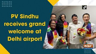 PV Sindhu receives grand welcome at Delhi airport - INDIATV