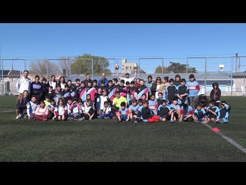 Encuentro de fútbol de chicos de nivel primario