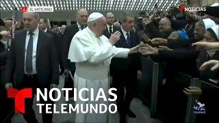 """""""¡No muerdas!"""": el Papa Francisco antes de besar a una monja   Noticias Telemundo"""