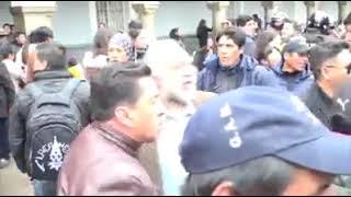 La presidenta Jeanine Áñez participó en los actos por el aniversario de Oruro en medio de fricciones