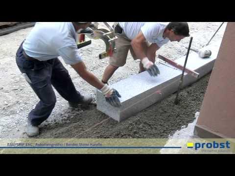 probst easygrip exg rabattengreifer beim setzen von granit randsteinen im ortskern. Black Bedroom Furniture Sets. Home Design Ideas