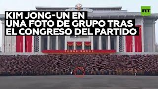 Kim Jong-un participa en una foto de grupo tras el congreso del Partido del Trabajo