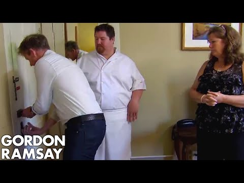 Gordon Repeatedly Struggles to Open a Door | Hotel Hell