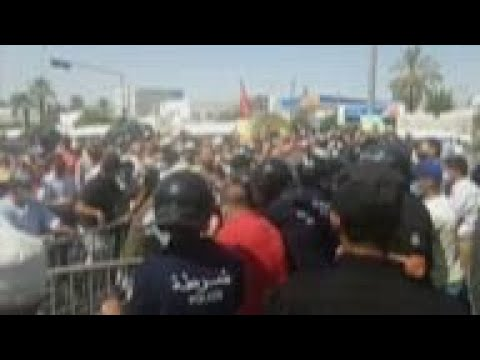Protests in Tunisia after president shuts parliament