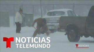 Desastres en autopistas por las fuertes nevadas a través de Estados Unidos   Noticias Telemundo