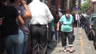 Federación deja en la calle por horas a adultos mayores.