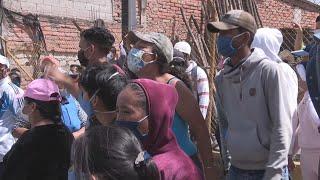 Comerciantes informales de Quito defienden con gritos sus derechos