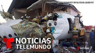 Mueren 12 personas tras estrellarse un avión contra una casa en Kazajistán   Noticias Telemundo