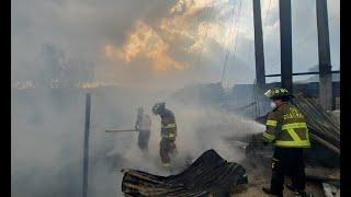 Incendio afectó a tres viviendas en Zona 7 capitalina