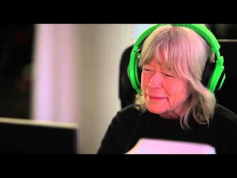 """Kerstin, 82 år testar Battlefield: """"Jag har aldrig skjutit såhär mycket!"""" #MynewsdeskNow"""