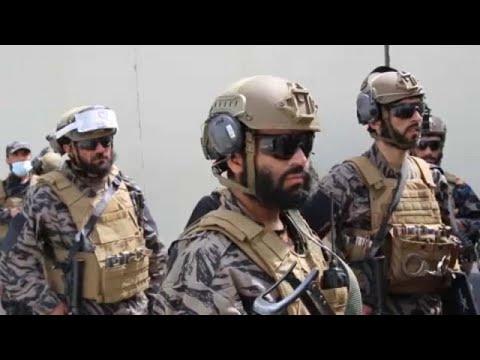 """Talpig amerikai fegyverbe öltözött tálibokat filmezett az <span class=""""search-everything-highlight-color"""" style=""""background-color:orange"""">Euronews</span> a kabuli repülőtéren"""