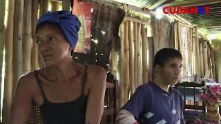 DESAMPARADOS: Madre y su hijo discapacitado sobreviven en una casa de bambú, Santiago de CUBA