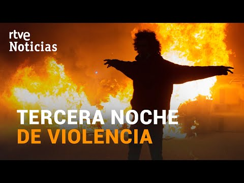 El BALANCE de DETENIDOS y HERIDOS en la 3ª noche de DISTURBIOS por la detención de HASÉL | RTVE