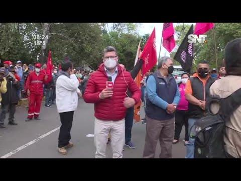 Trabajadores de la Municipalidad de Asunción se manifiestan