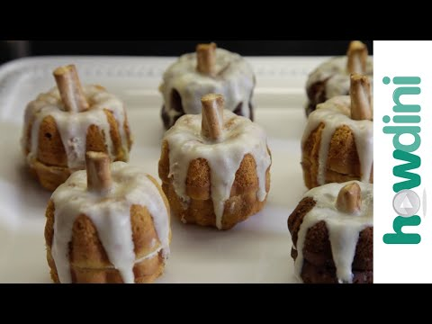 How to Make Mini Pumpkin Spice Cakes
