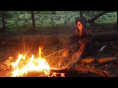 Survival Extreme - Surviving a night in the woods with only 2 tools