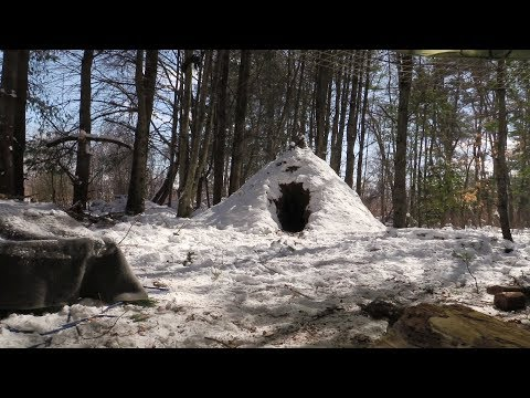 Snow Wildcamp Weekend - Natural Wikiup Shelter (part 2)