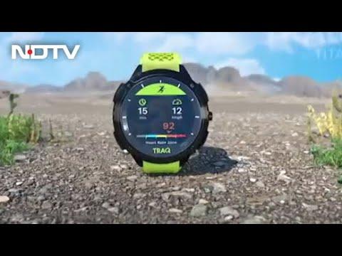 Titan TRAQ Triathlon: This Smartwatch Needs Your Attention