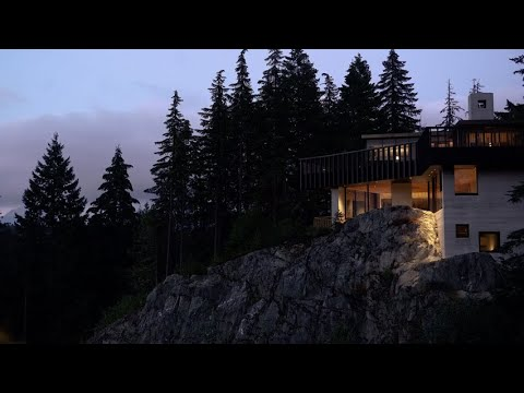 Rama Estudio creates elevated addition for Casa Mirador in Ecuador