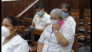 Primeros médicos en ser inmunizados con la vacuna sinopharm