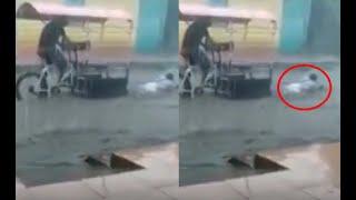 Mujer cae de frente al agua de mototaxista por inundaciones