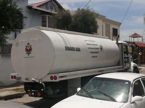 ¡Bárbaros! Aseguran que tanqueta de la AMDC vende a L.500 el agua en Lomas de Toncontín