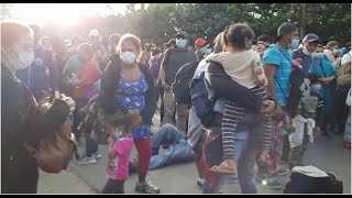 Migrantes insisten en cruzar frontera de Guatemala
