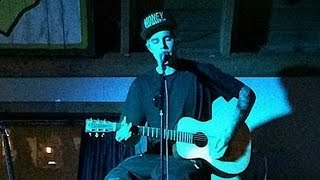 Justin Bieber Previews New Music at Surprise Acoustic Concert