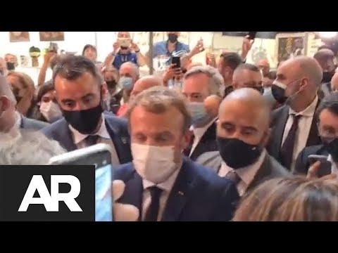 Lanzan un huevo al presidente de Francia durante visita a Lyon