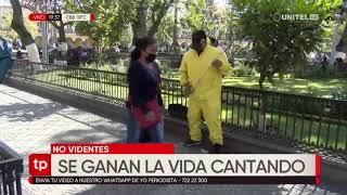 No videntes se ganan la vida cantando en las calles para sobrevivir la pandemia