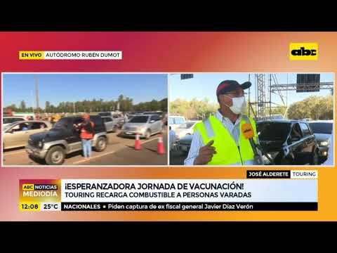 Touring recarga combustible a vehículos varados en el Rubén Dumot