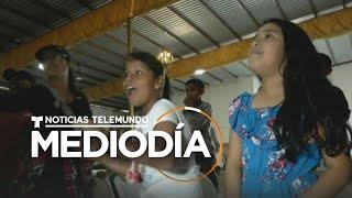 Voluntarios llevan juguetes a niños migrantes en un albergue en Tijuana   Noticias Telemundo