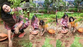 Renu Desai Planting Plants With Her Daughter Aadhya | Renu Desai Latest Video - RAJSHRITELUGU