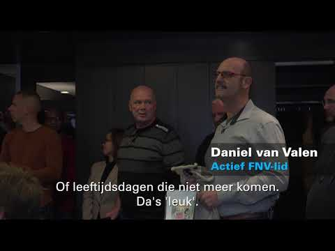 FNV-leden in actie bij de cao-onderhandelingen Technische Groothandel in Houten. photo