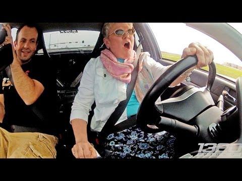 Babcia za kierownicą 900-konnego pojazdu!