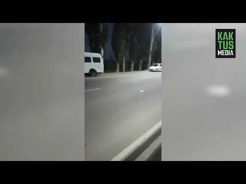 """По дороге в аэропорт """"Манас"""" мотоциклист насмерть сбил пешехода. Осторожно, видео!"""