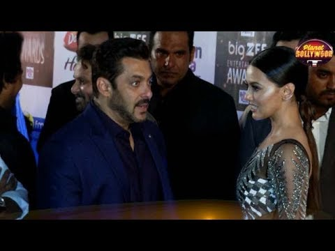 Salman Khan Gets Shy As Sana Khan Hugs Him In Excitement | Bollywood News