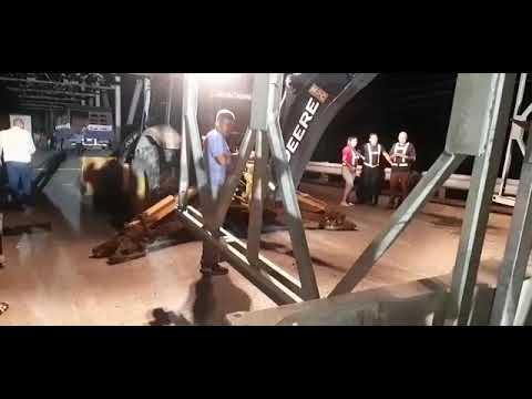 Colocación de puente provisional sobre el río La Estrella que comunica el Caribe Sur