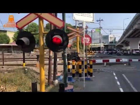 RAILWAY CROSSING INDONESIA - Yogyakarta City - Indonesia trains