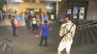 Centros comerciales reabren en Filipinas